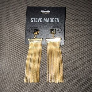 BNWT: gold fringe earrings